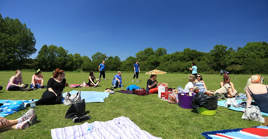 Relaxing between rounds of rounders